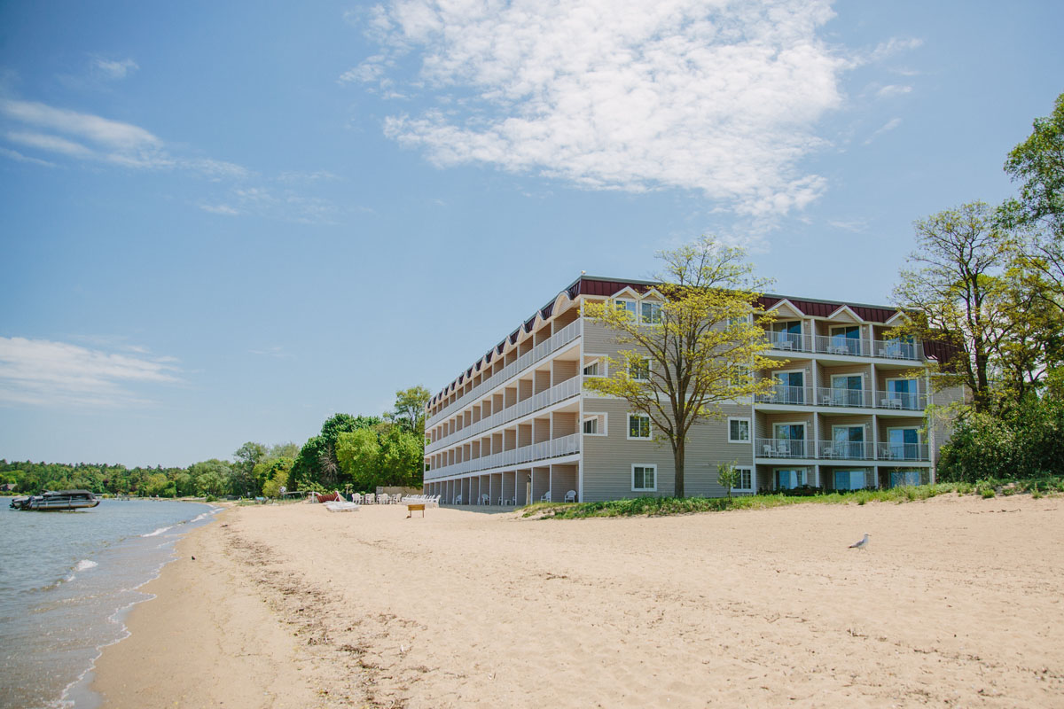 beach location bayshore resort traverse city